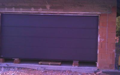 Brama garażowa segmentowa – zalety i wymagania do zabudowy