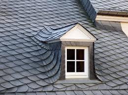 Jak oświetlić poddasze – okna dachowe, zwykłe, kolankowe